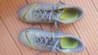 Botas futbol multitaco Nike