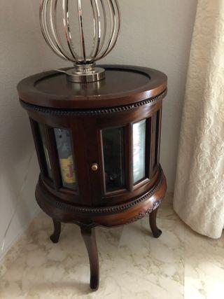 Mueble para licores estilo clásico en caoba maciza