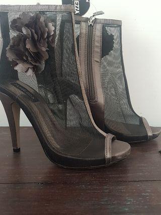 zapato de tacón de rejilla trasparente