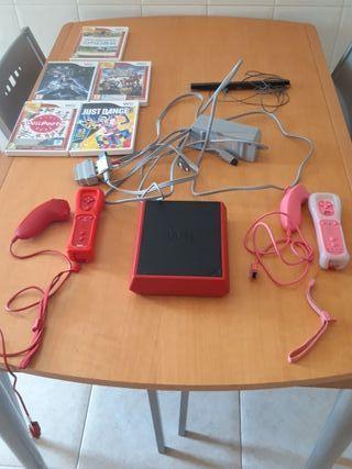 Nintendo Wii Mini Roja con 2 mandos y 5 juegos.