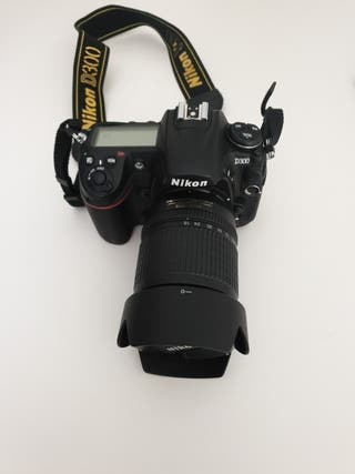 Camara reflex DSLR Nikon D300 con objetivo 18-135m