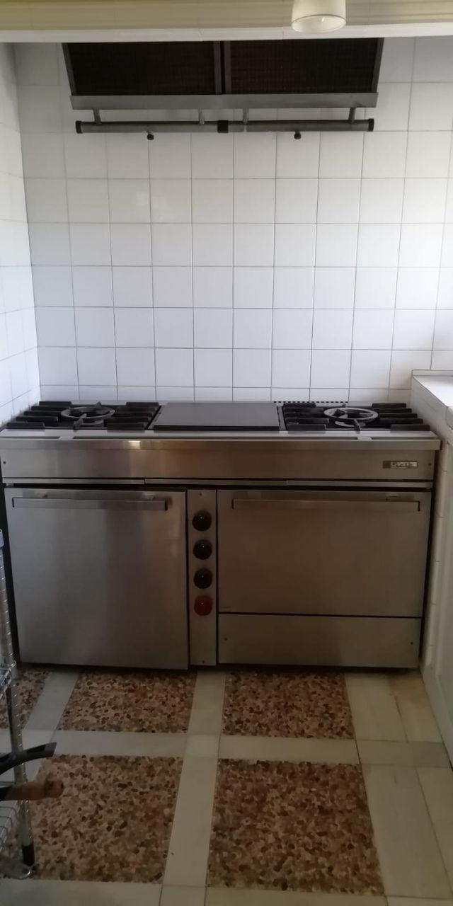 Cocina industrial y extractor.
