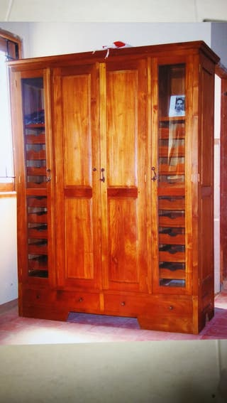 armario único de madera de Bali