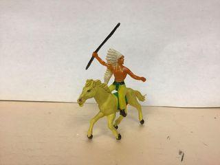Figura indio lanza