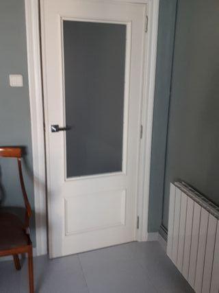 Puerta madera blanca lacada