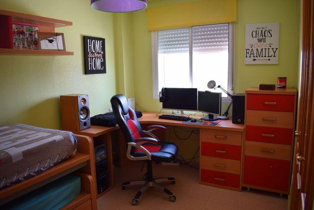 Conjunto de habitación juvenil.