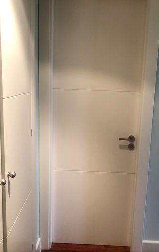 Puerta lacada madera maciza