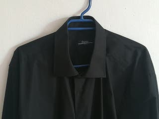 camisa negra