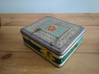 Caja metalica antigua