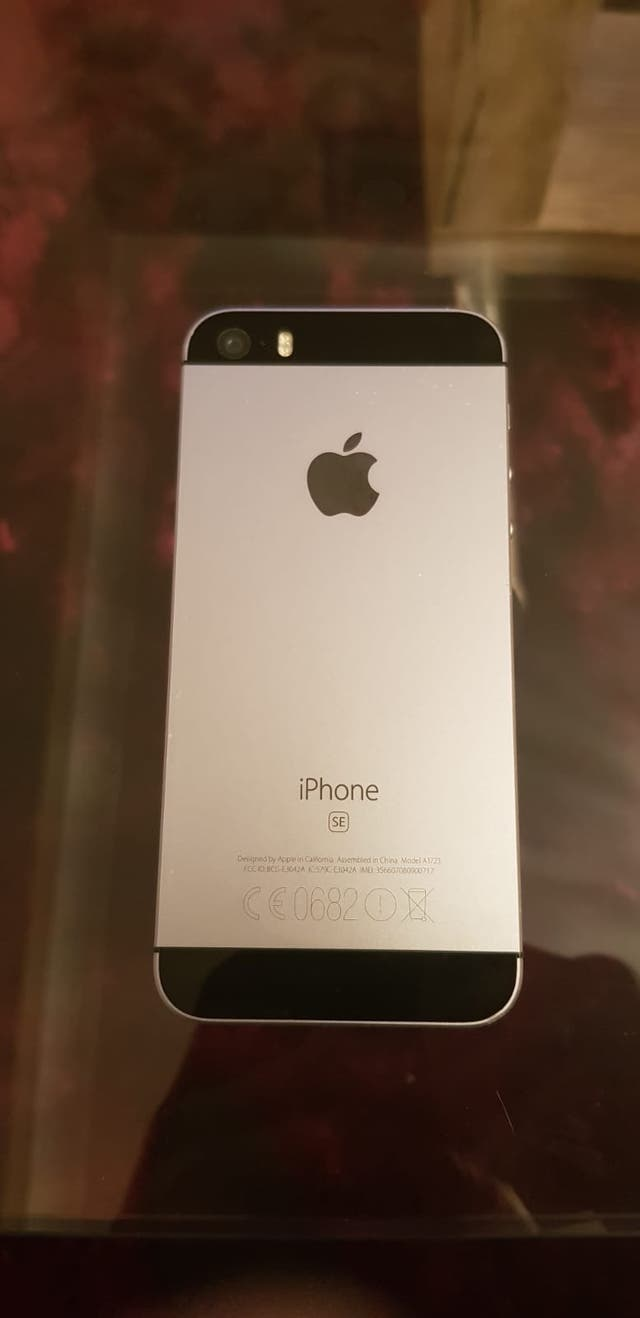 iPhone se 32Gb o2uk mint condition