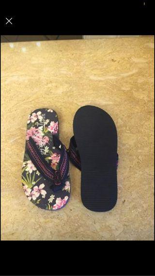 Girls flip flops size 11/12 kids