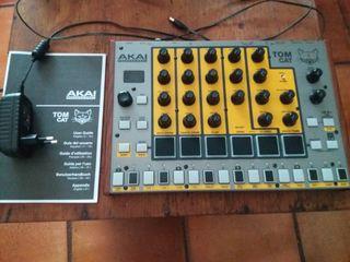 caja de ritmos sintetizador akai tom cat