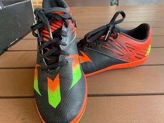 Zapatillas adidas fútbol sin tacos Messi 38 2/3
