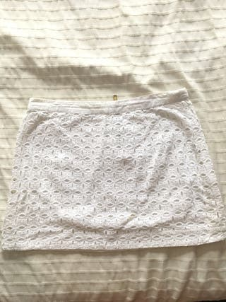 Falda blanca calada