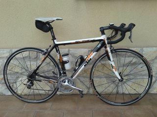 Bicicleta de carretera KTM