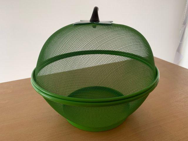 Brand new fruit basket