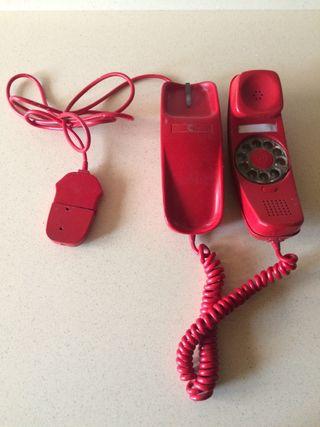 Teléfono antiguo rojo góndola