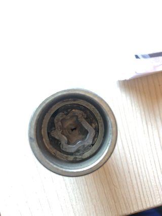 Vaso de llave tornillo antiroboo