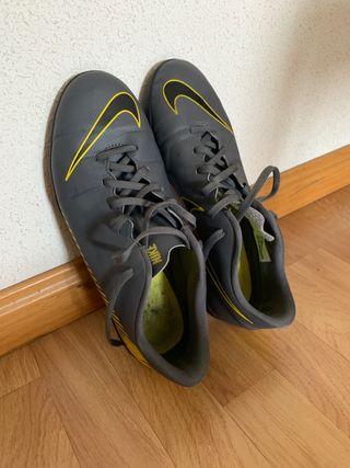 Botas Fútbol Nike multitaco
