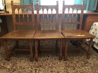 3 sillas de madera antiguas.