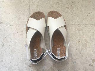 Sandalias piel niña Zara. de segunda mano por 5 € en Málaga