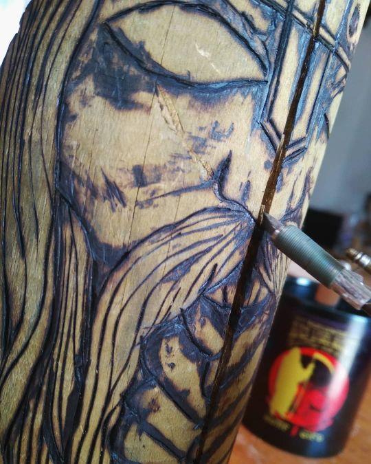 Totem Vikingo madera
