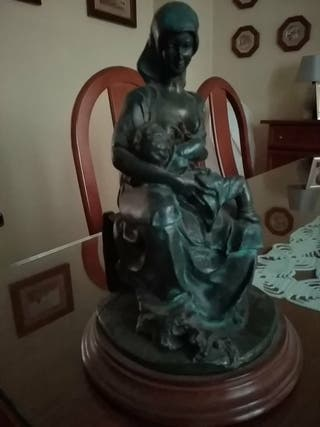 figura marmolina maternidad