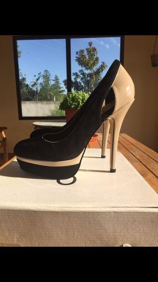 Zapatos nuevos en color beige y negro Aldo.