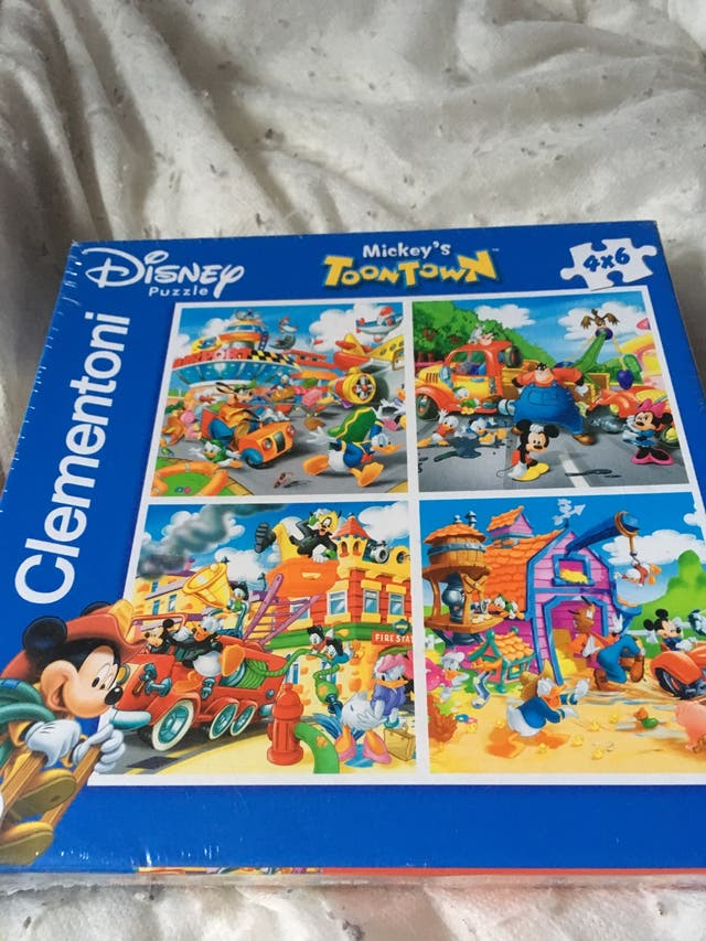 Mickey and friends toon town puzzle