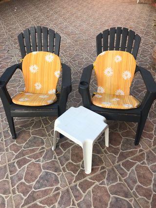 Conjunto sillones con mesa auxiliar