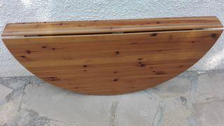 mesa plegable semicircular de pared.