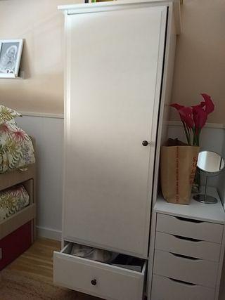 armario blanco de madera