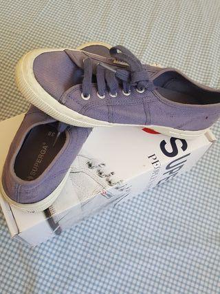Zapatillas niño o niña marca SUPERGA
