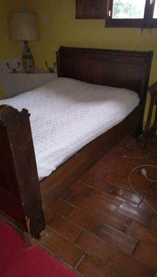 cama antigua de madera