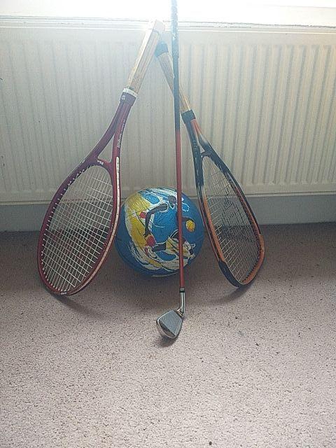 2 raquets/basket ball/golf stick