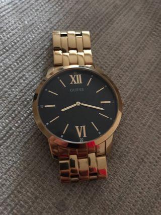 Reloj Guess dorado y negro
