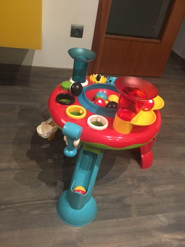 Mesa de juegos con bolas, sonido y martillo