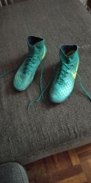 Botas de fútbol con tacos Nike Magist con calcetin