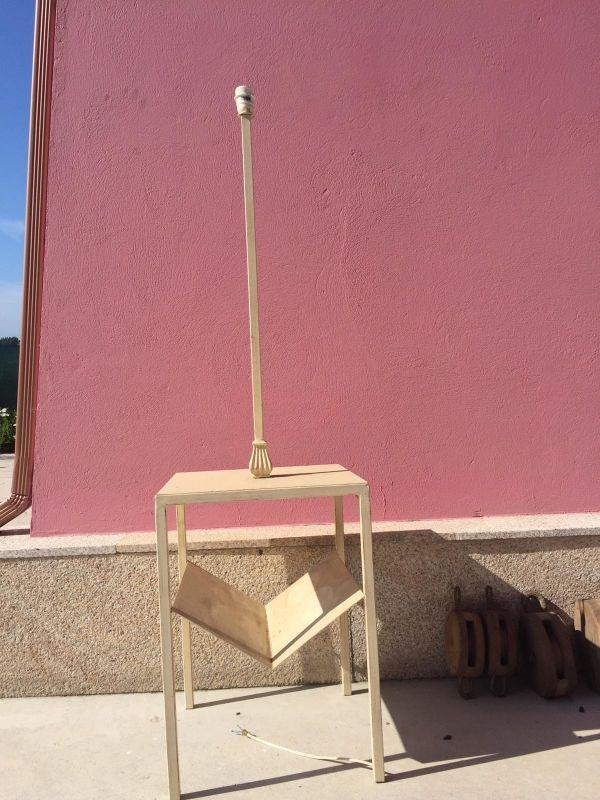 Mesa con luz y revistero para restaurar