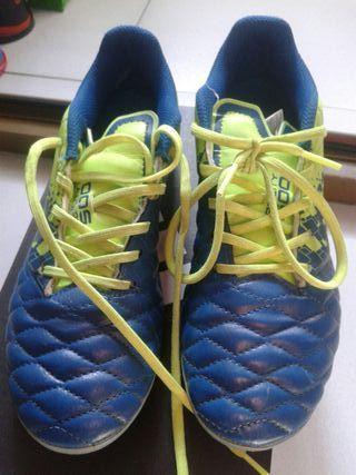 Botas zapatillas fútbol. N 35