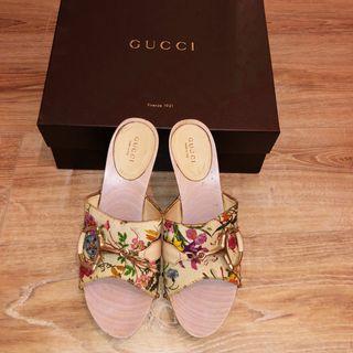 Preciosos zapatos gucci