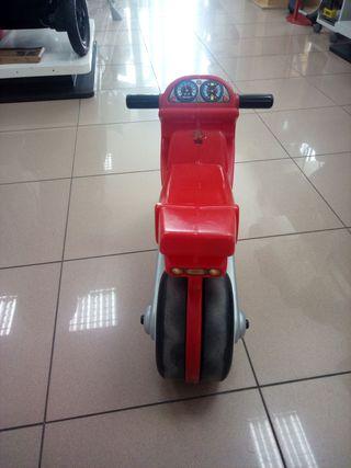 Moto correpasillos roja