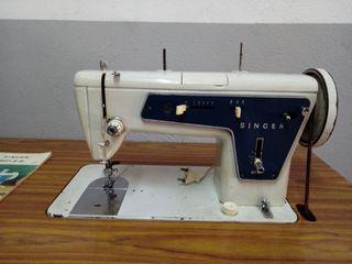 Máquina de coser con mueble incluido
