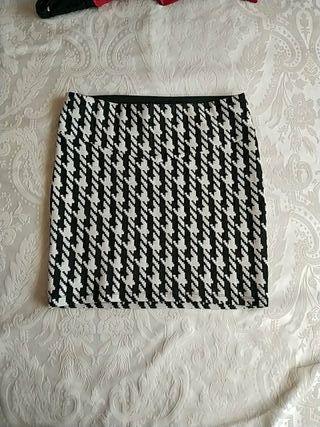 Falda blanco y negra