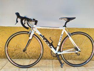 Bicicleta de carretera marca Fuji
