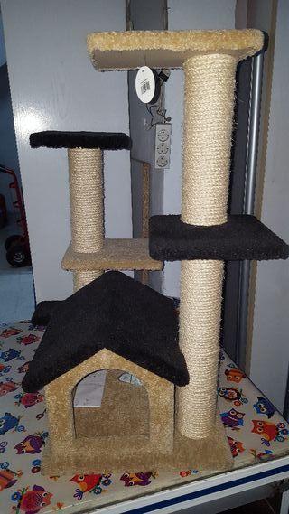 Rascador para Gatos con casita. A estrenar