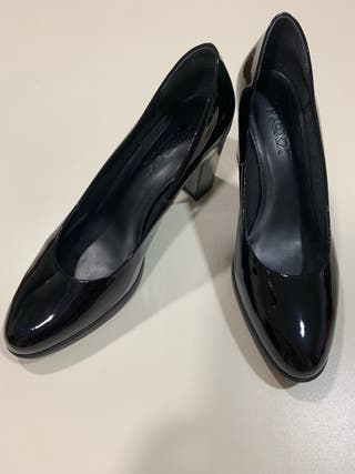 Zapatos de tacón negros de segunda mano en Riba Roja de