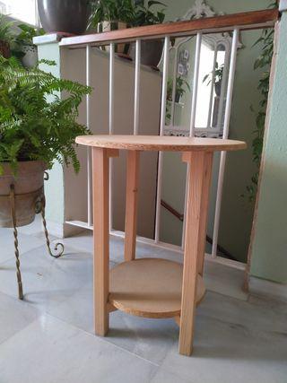 Mesa pequeña camilla.