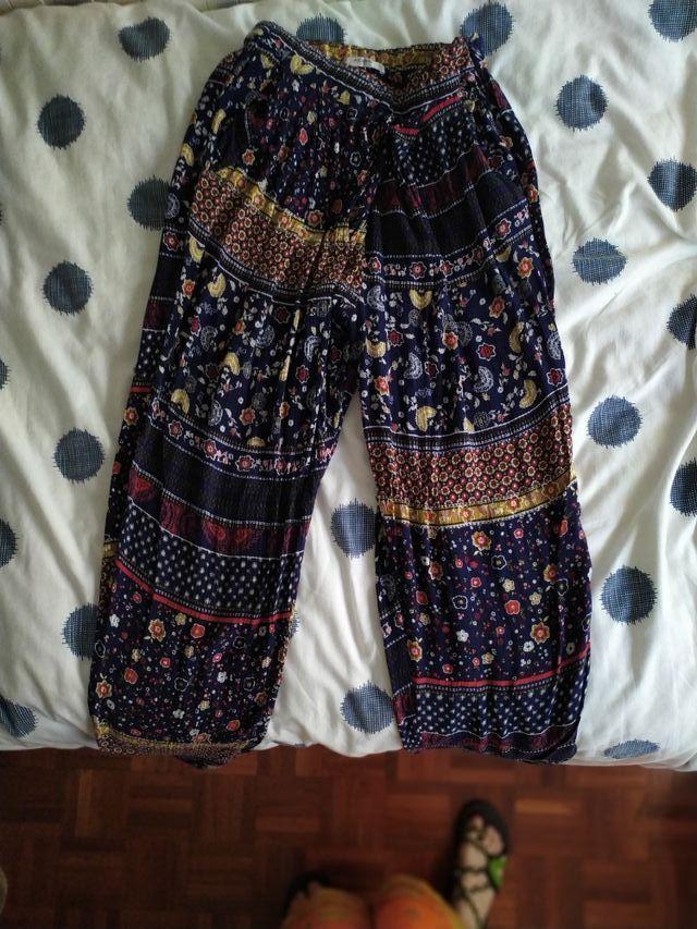Pantalón hippie con estampado floreal