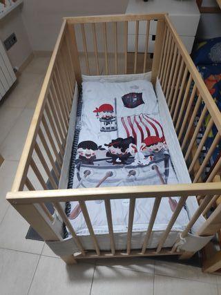 Cuna de madera para bebé